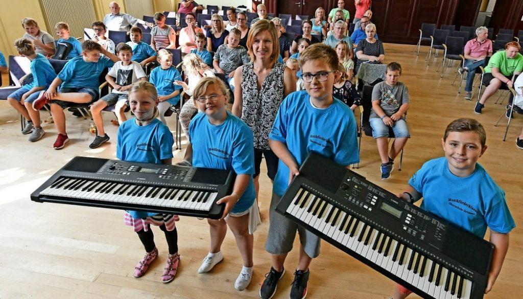 Die 13. Musikförderklasse der Wallgraben-Oberschule Grimma wurde jetzt berufen – hier die Keyboard-Gruppe. 22 Kinder erlernen je eines von sieben Instrumenten.