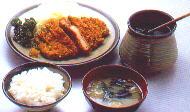 Tonkatsu teishoku: Reis, paniertes Schnitzel