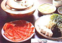Shabu-shabu: Rindfleischscheiben, Tofu, Gemüse