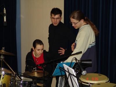 Höchste Konzentration am Schlagzeug - sieht man eher selten.