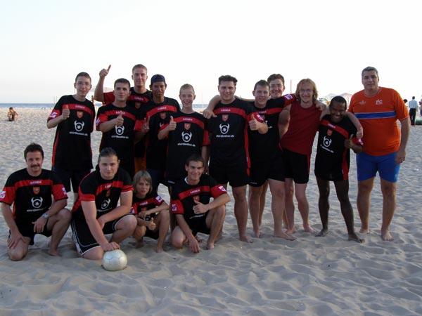 Fussballspiele---das-Beachfussball-Team-des-JBOs-in-Rio