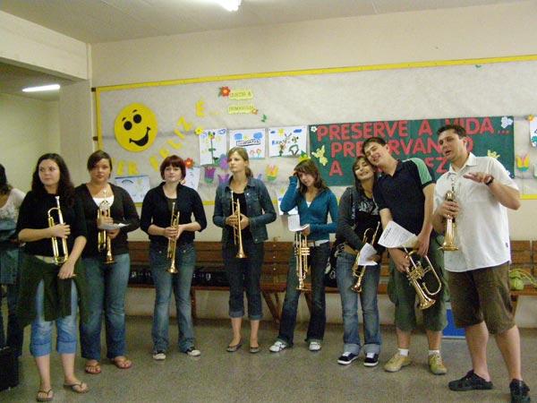 Musikalitaeten---Staendchen-in-einer-Schule-in-Bom-Principio